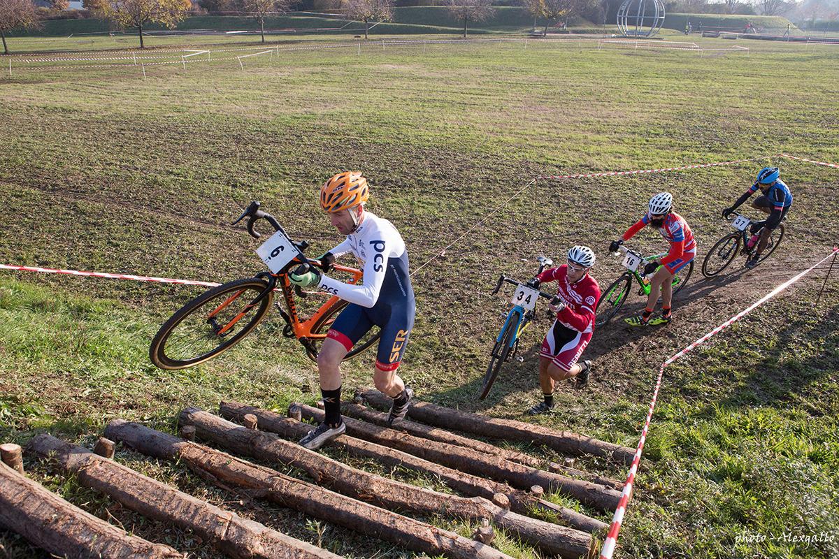 Sedici e veronese dominano il ciclocross della pace for Novelli arredamenti
